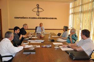 Membros da CEPVF reunidos na sede da CNBB
