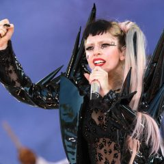 Lady Gaga impacta redes sociais com reflexão sobre a Eucaristia