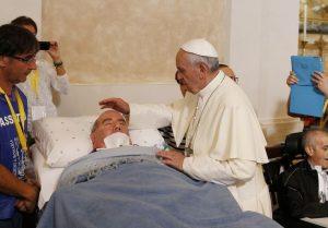 papa-Francisco-visita-enfermos-2