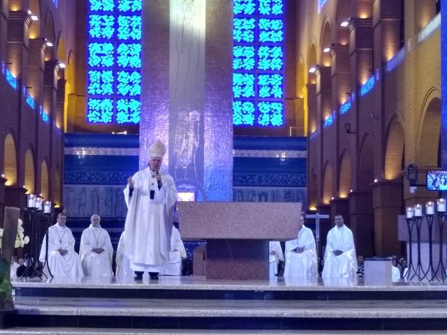Dom Orlando durante a missa de abertura da 11ª Peregrinação Nacional das Famílias