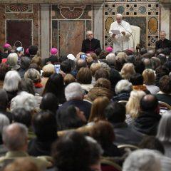 Papa Francisco: avós são o elo indispensável na educação de crianças e jovens na fé